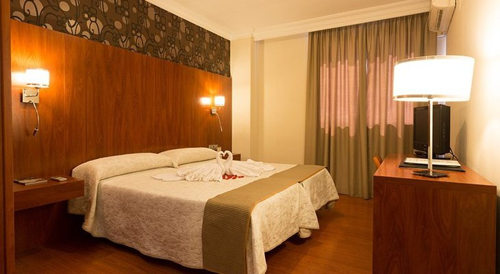 In our hotel in Huelva we offer 54 double rooms ...